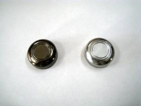 ゴムボタンへのメッキ処理の下塗りに使用。